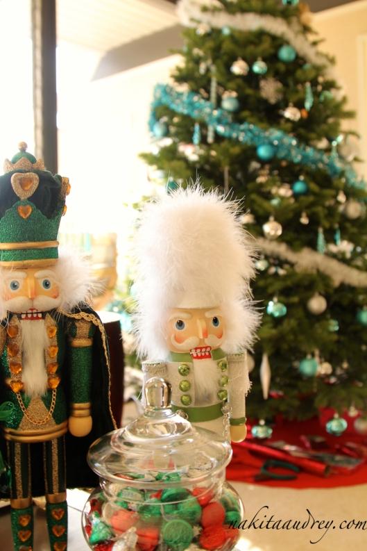 The nutcracker Christmas decoration 4
